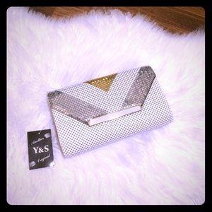 🦋2/$10 3/$15 4/$18 5/$20 Vintage Aluminum Clutch